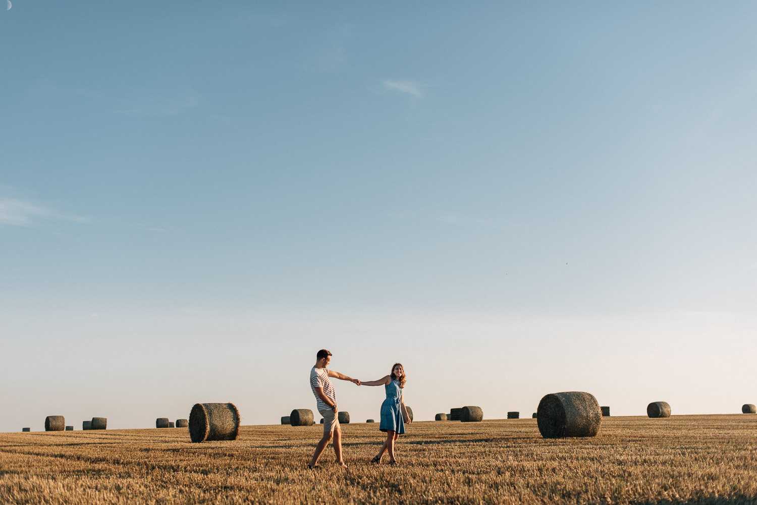 couple in field at golden hour by alternative london wedding photographer the shannons photography