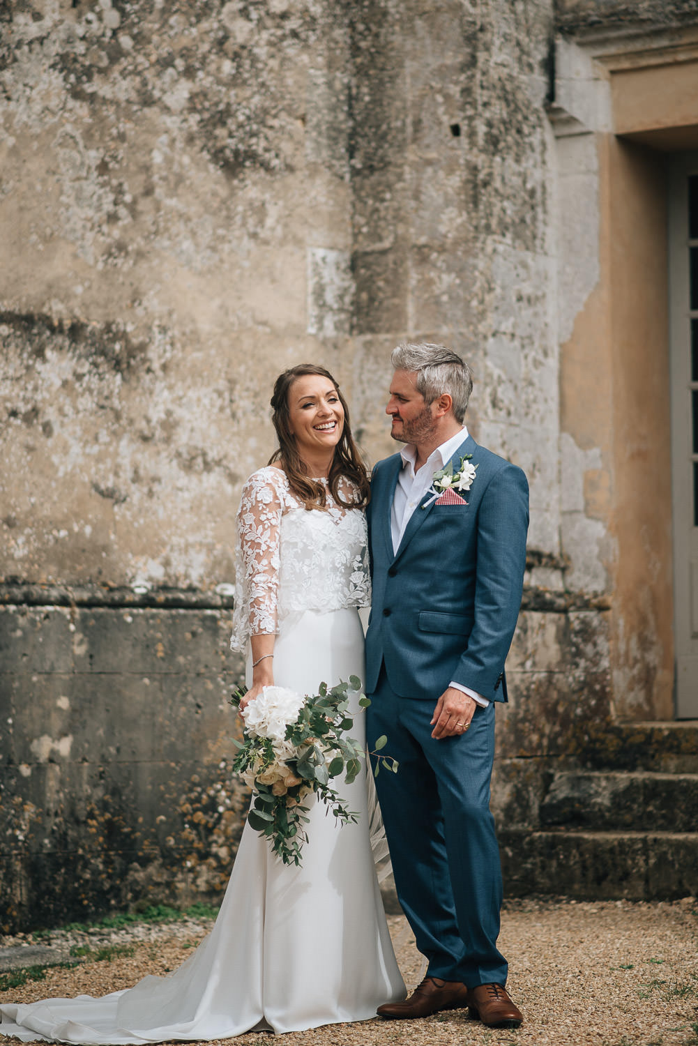 Couples portraits in chateau de la bourlie wedding by destination wedding photographer the shannons photography