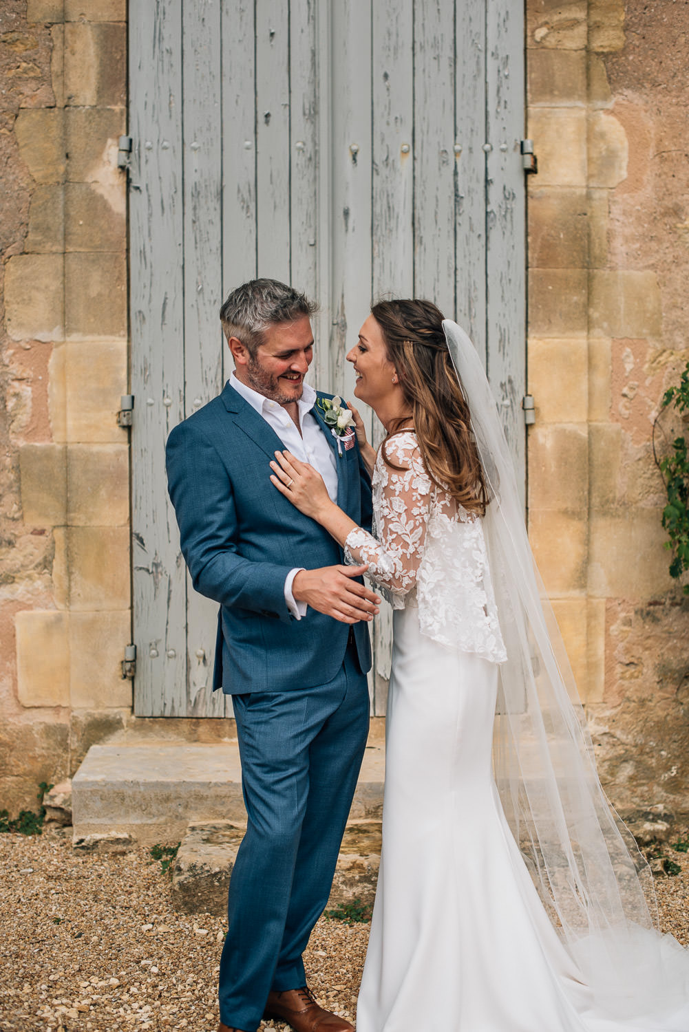Bride and groom portraits in chateau de la bourlie wedding by french destination wedding photographer the shannons photography