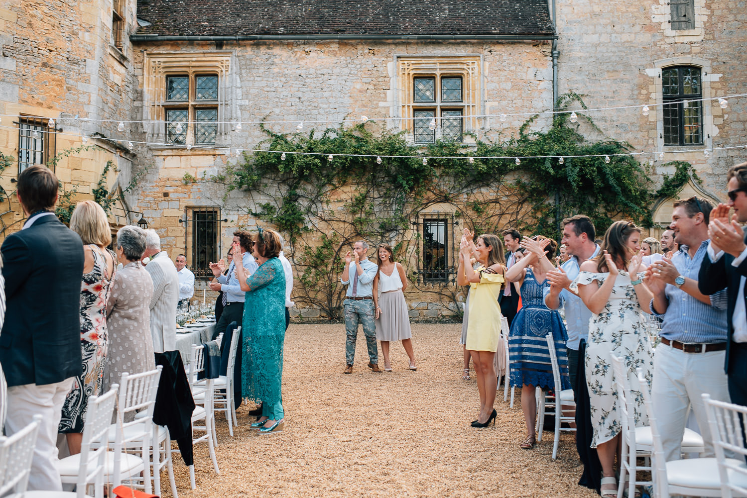 Wedding speeches at chateau de la bourlie wedding by french destination wedding photographer the shannons photography