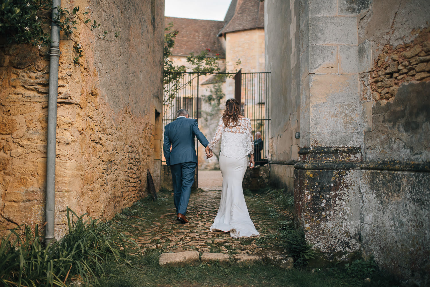 French chateau wedding in chateau de la bourlie wedding by french destination wedding photographer the shannons photography