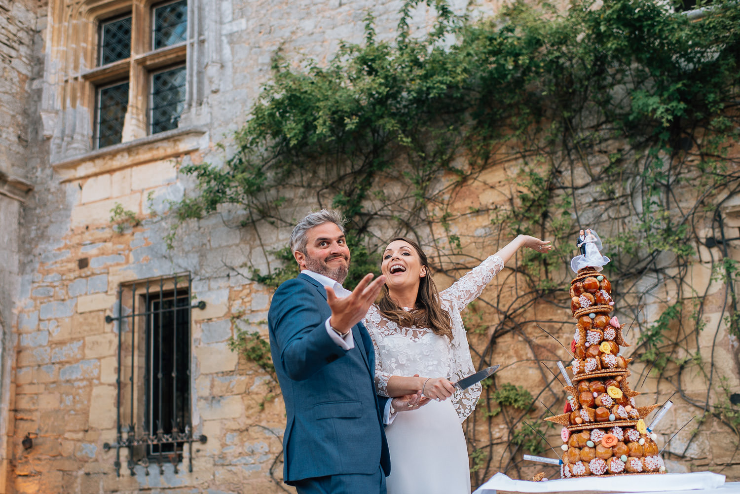 Wedding cake in chateau de la bourlie wedding by french destination wedding photographer the shannons photography