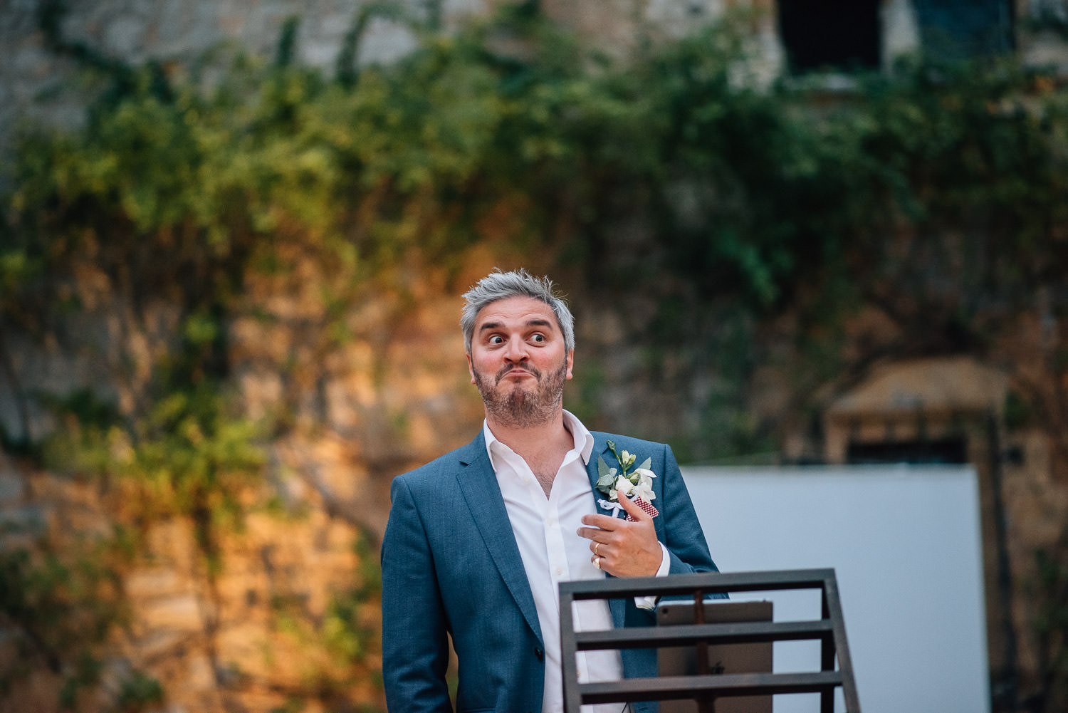 Grooms speech in chateau de la bourlie wedding by french destination wedding photographer the shannons photography