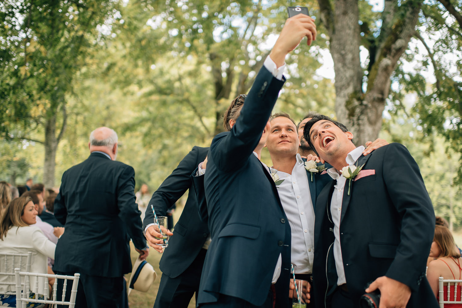 Wedding selfie in chateau de la bourlie wedding by destination wedding photographer the shannons photography