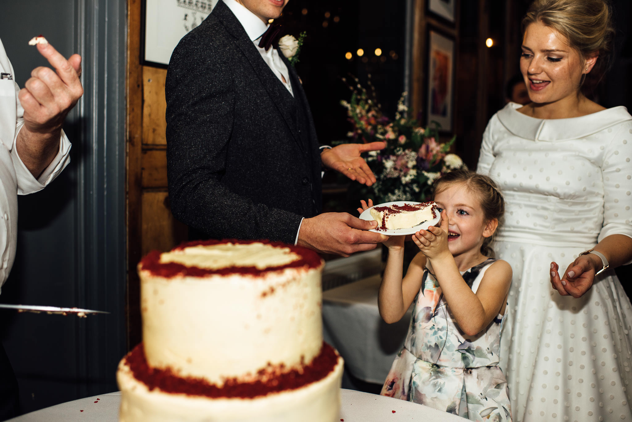 Ooh lou lou red velvet vegan wedding cake in stoke newington town hall wedding by creative and alternative london wedding photographer the shannons photography