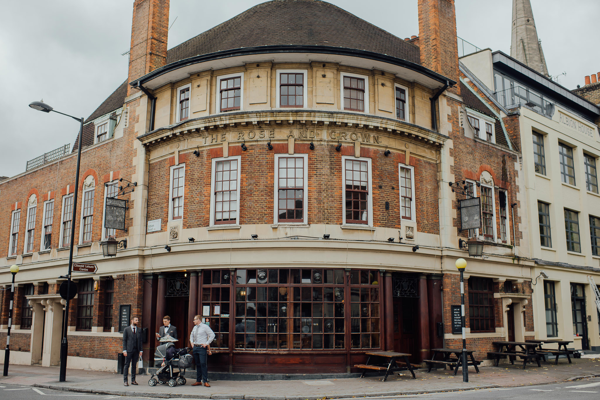 the rose and crown stoke newington in stoke newington town hall wedding by creative and alternative london wedding photographer the shannons photography