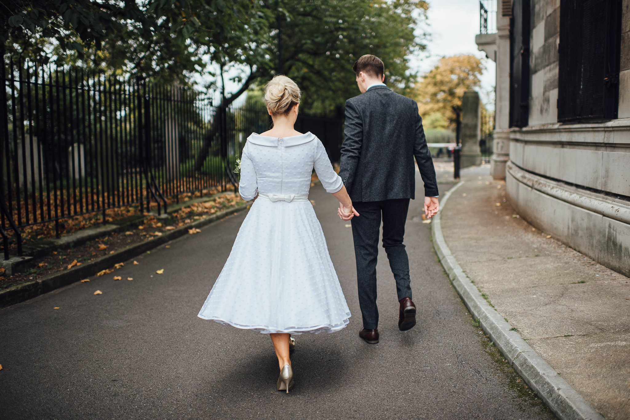 Wedding pictures in clissold park in stoke newington town hall wedding by creative and alternative london wedding photographer the shannons photography