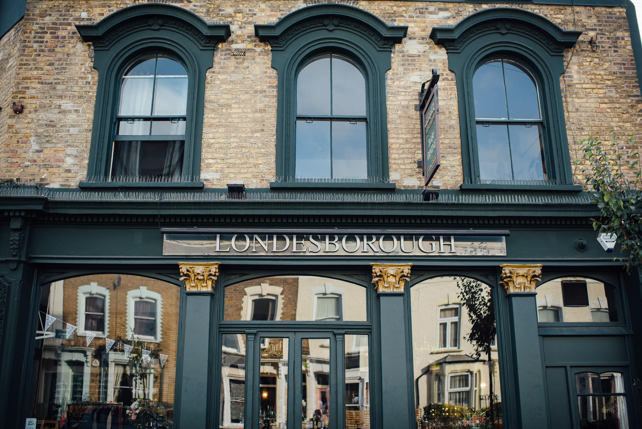 The londesborough pub in stoke newington town hall wedding by creative and alternative london wedding photographer the shannons photography