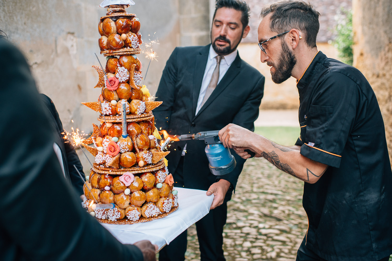 cake cutting at chateau de bourlie by creative and alternative london wedding photographer the shannons photography