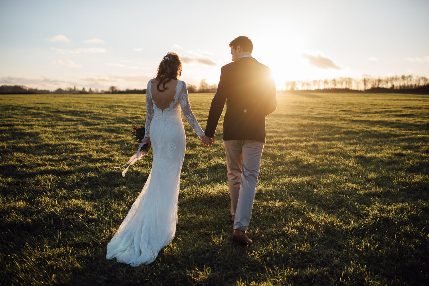 cripps barn sunset wedding by creative and alternative cotswold wedding photographer the shannons photography