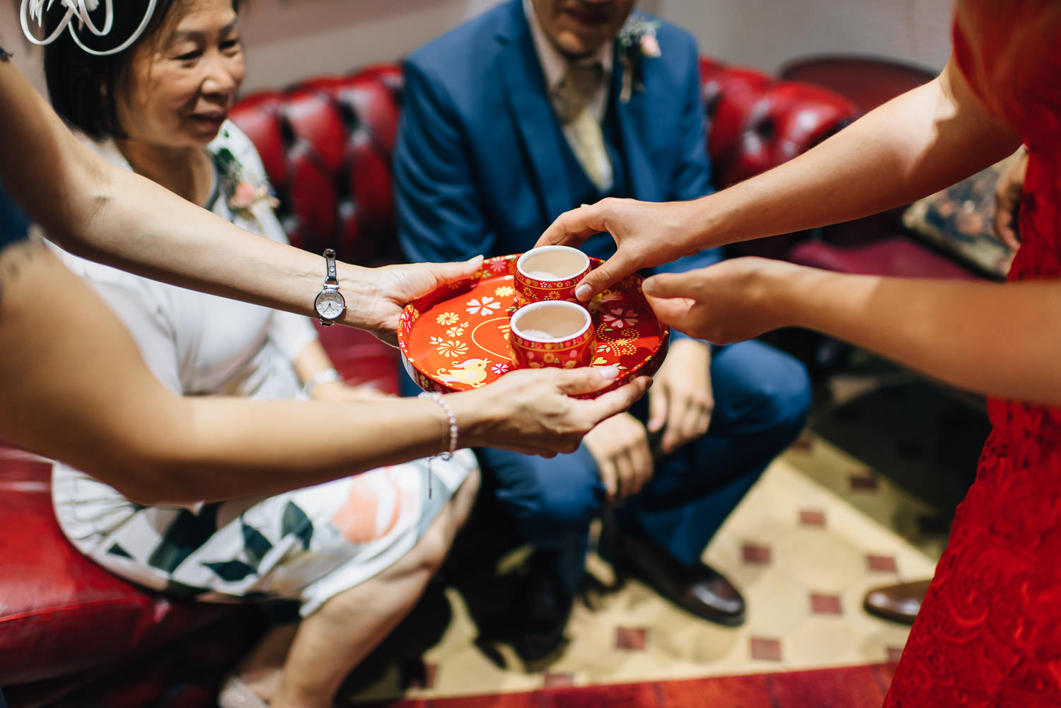 chinese tea ceremony in london by creative and alternative london wedding photographer the shannons photography