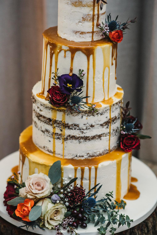 vegan wedding cake cripps barn by creative and alternative london wedding photographer the shannons photography