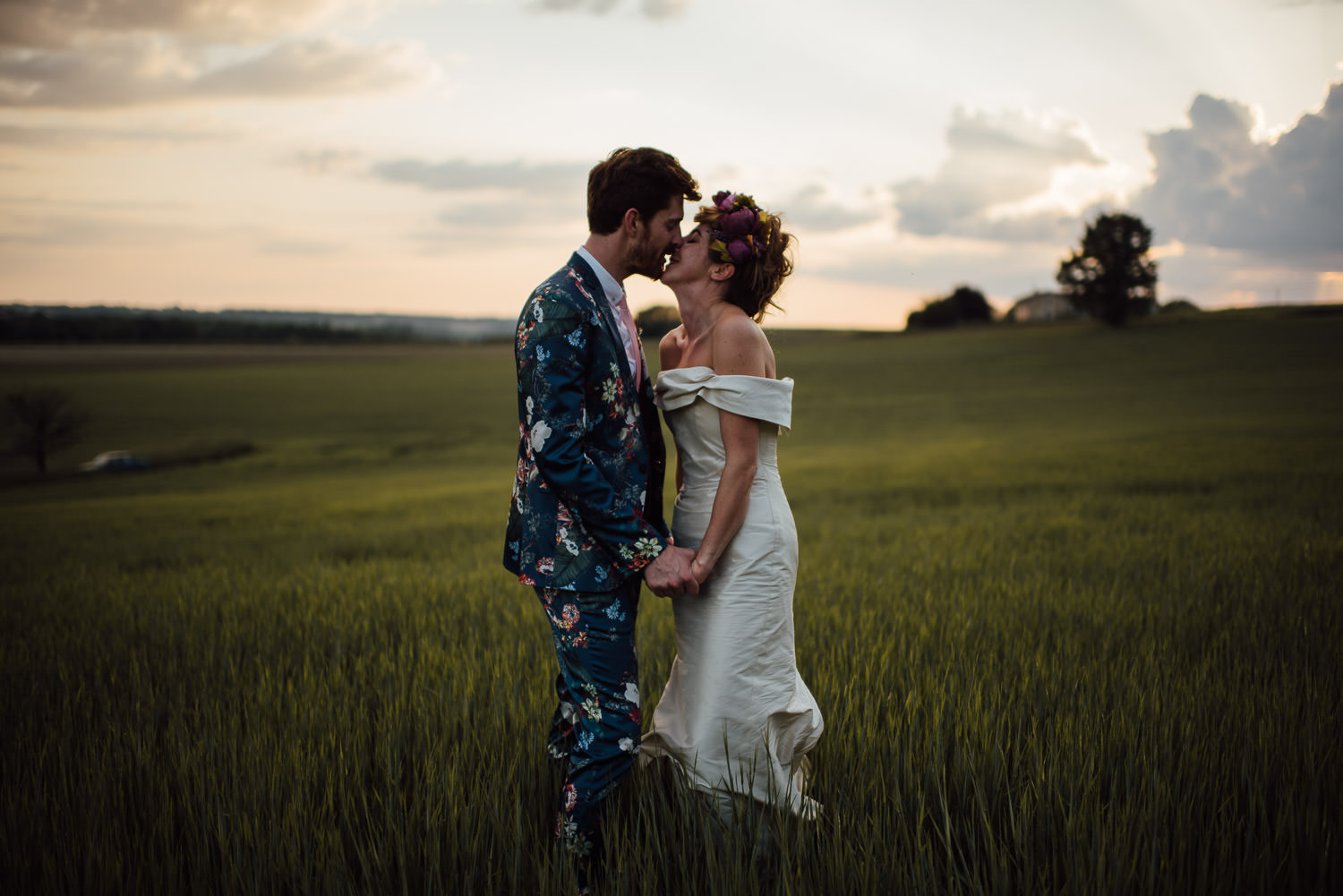 Bride and groom sunset in Bordeaux Chateau wedding by creative destination wedding photographer the shannons photography