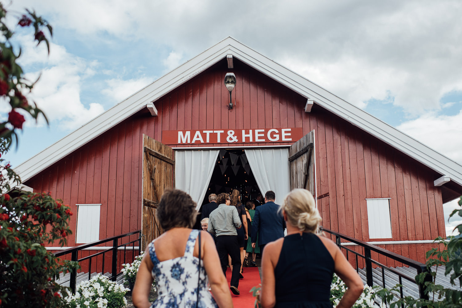 guests arriving in Norwegian Barn Wedding by norway destination wedding photographer the shannons photography