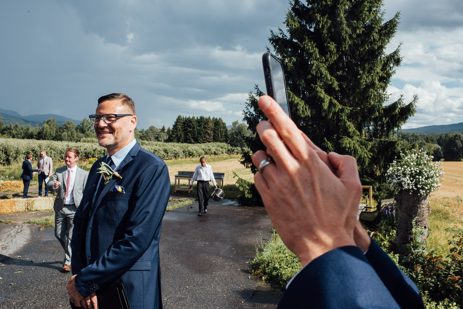 Best man in Norwegian Barn Wedding by norway destination wedding photographer the shannons photography