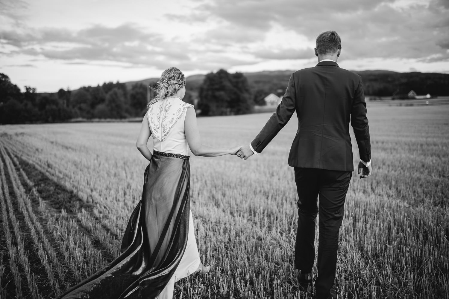 golden hour couples portraits in Norwegian Barn Wedding by norway destination wedding photographer the shannons photography