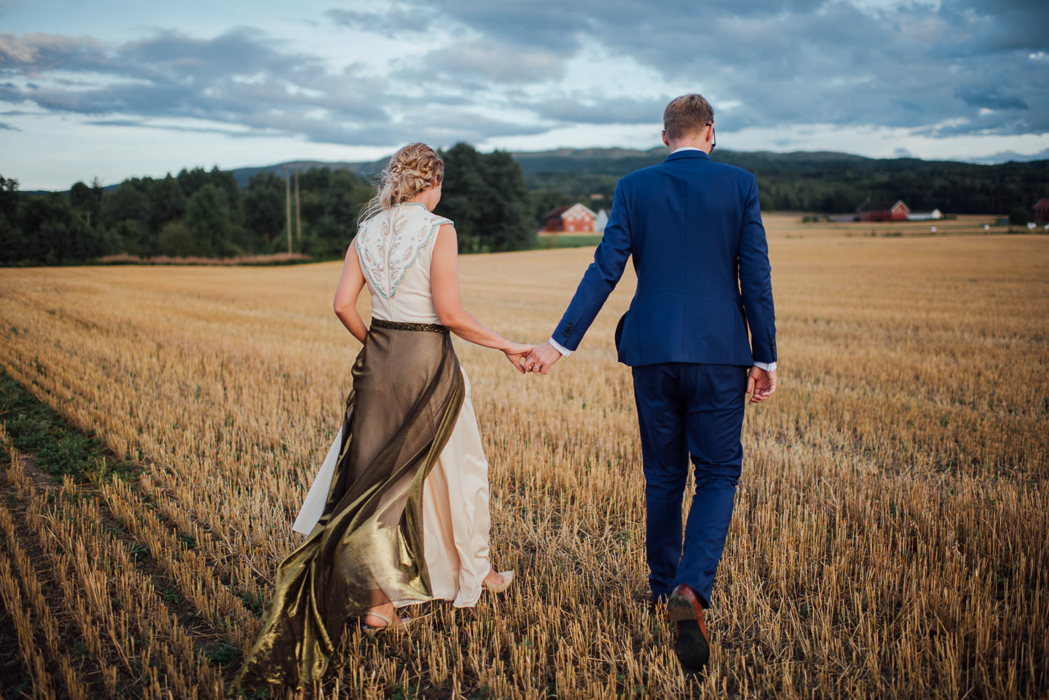 golden hour in Norwegian Barn Wedding by norway destination wedding photographer the shannons photography