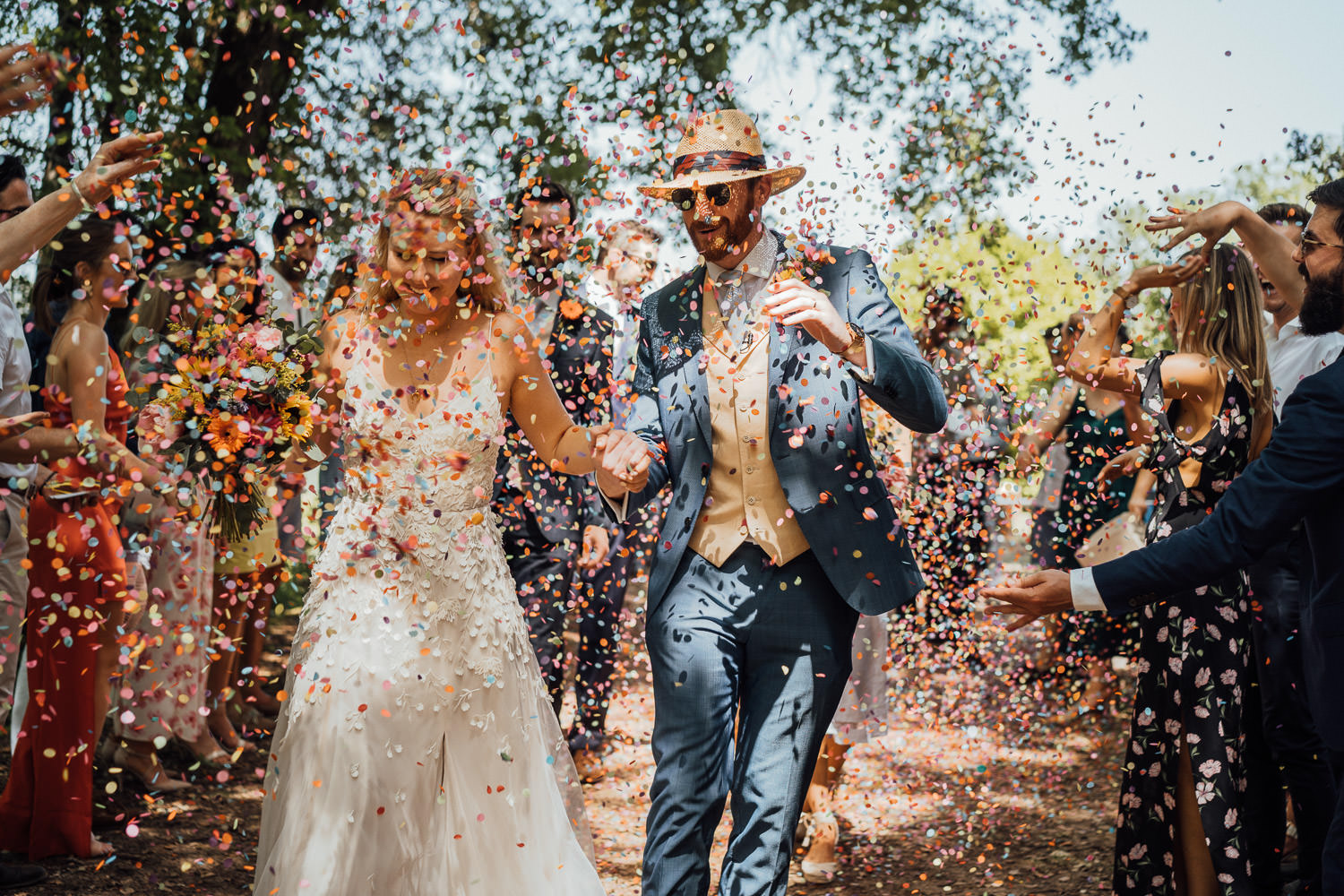 confetti throw in chateau de lacoste wedding