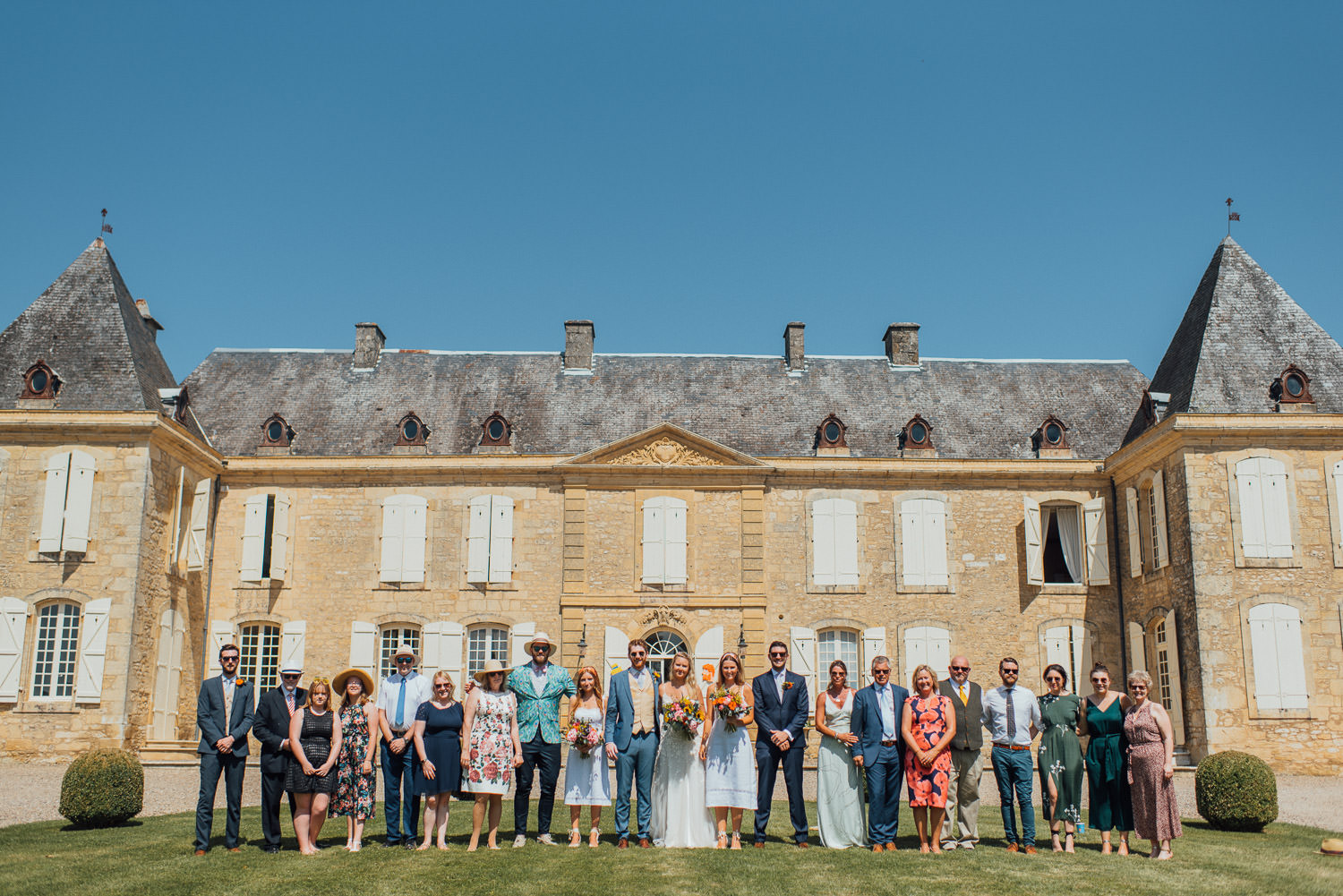 group shots in chateau de lacoste wedding