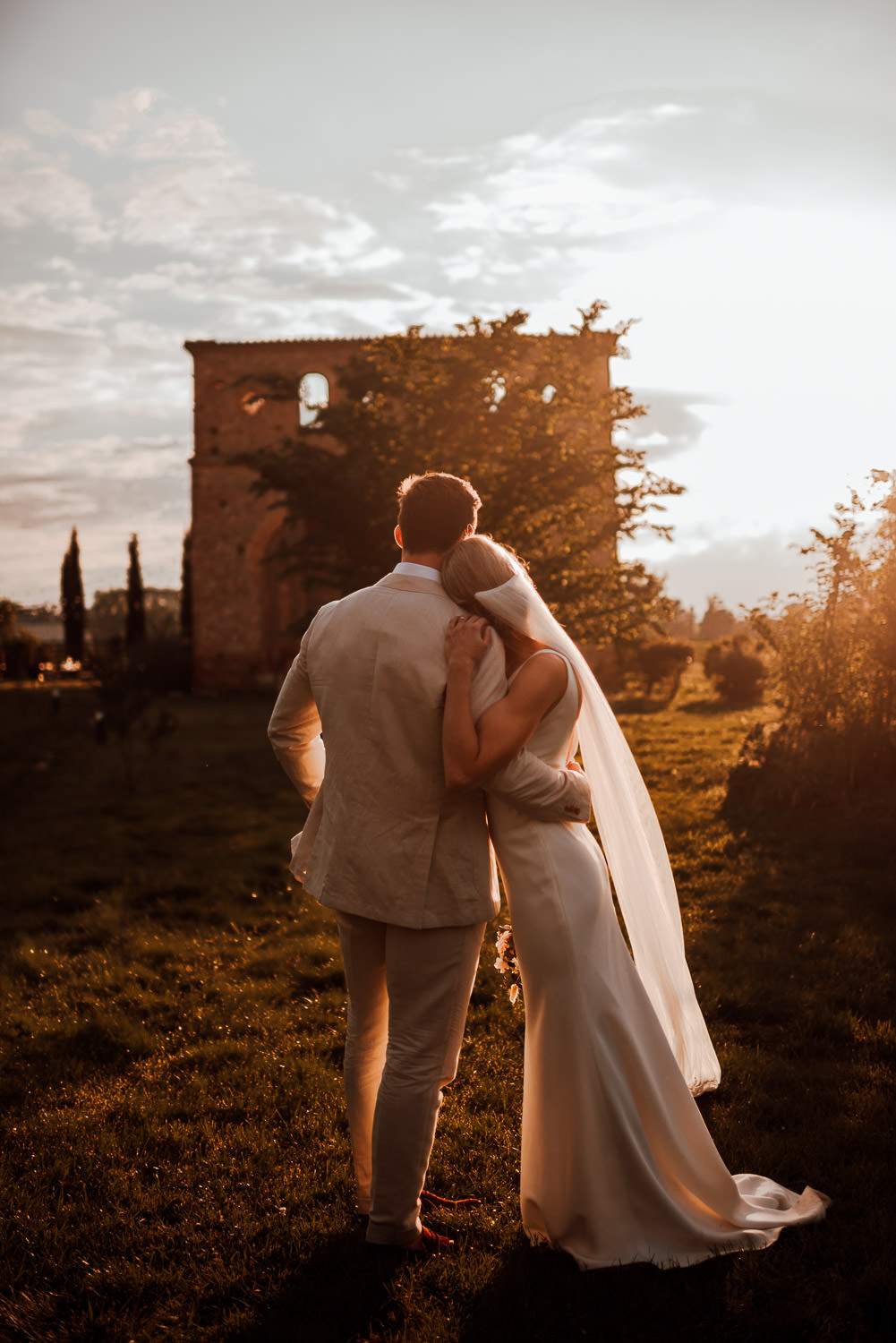 Golden hour portraits in Domaine du Beyssac Wedding
