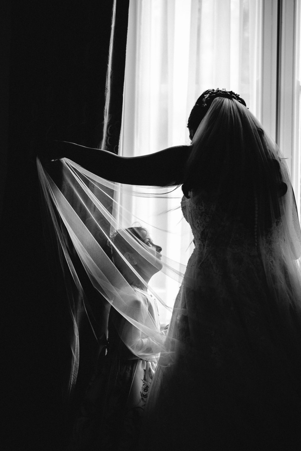 bride getting ready in bohemian london wedding