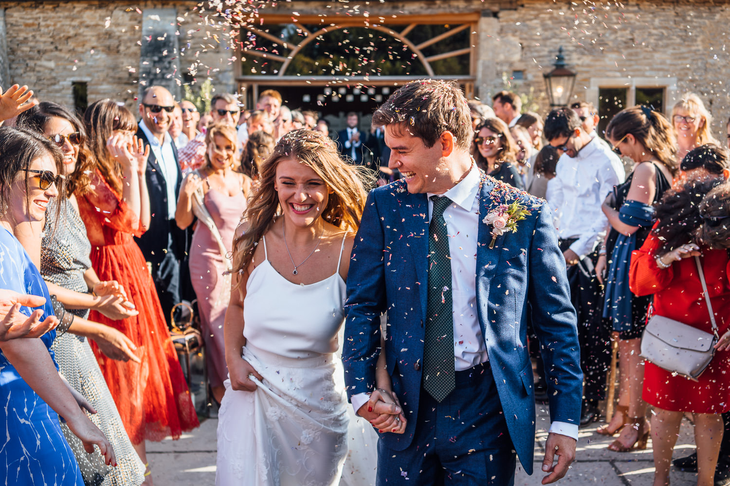 confetti throw in oxleaze barn wedding