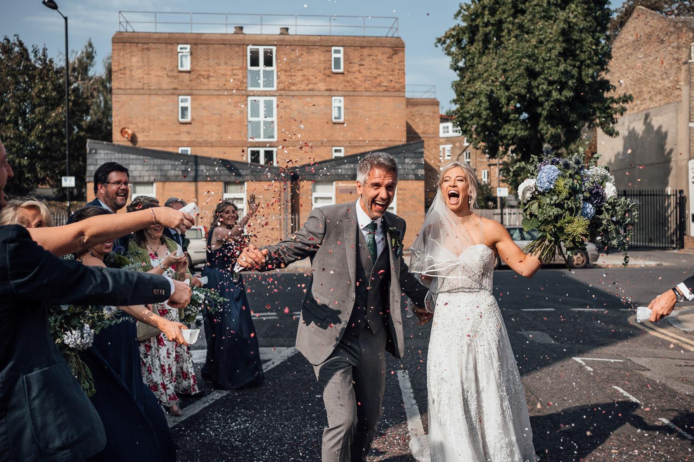 confetti throw in the roost pub dalston wedding
